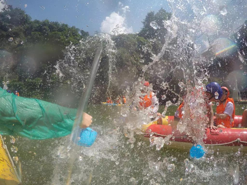 炎热工作日,BOSS带我们逃离办公室带薪「划水」,放飞一夏!